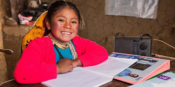 niños y niñas que estudian en el perú