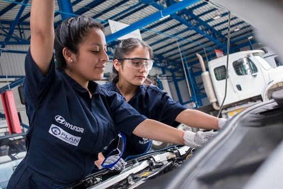Plan Internacional y Hyundai impulsan a más jóvenes a seguir la carrera de mecánica automotriz