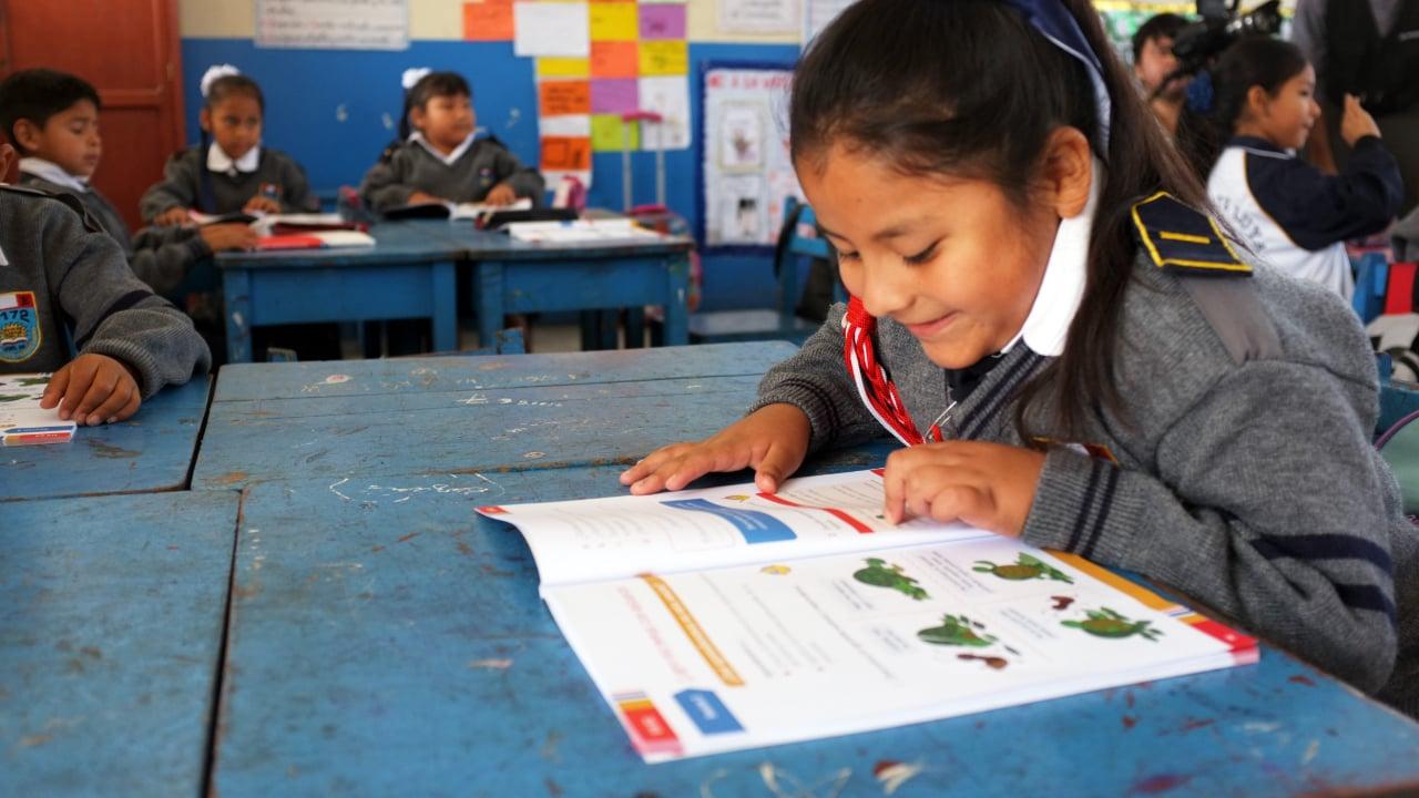 Plan International - Educación - Niña estudiando