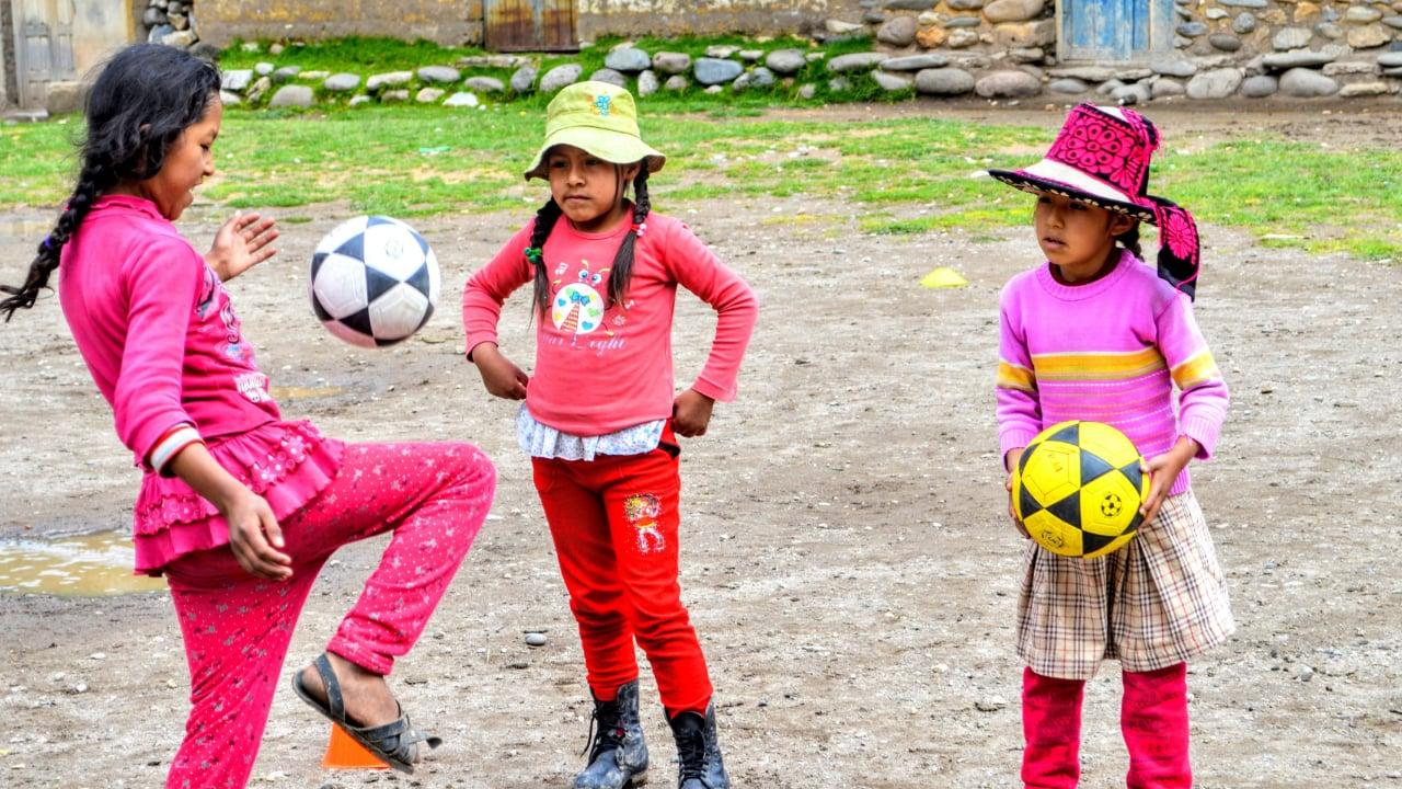 Plan International - Prevención frente a la violencia - Niñas jugando